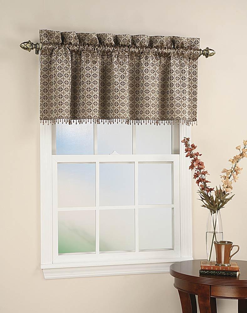 Короткие занавески на окна фото